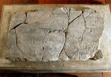 Kopia płyty nagrobnej z inskrypcją łacińską z 1006 roku