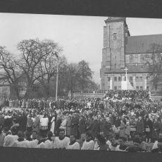 Czwartek Wielkanocny. Popołudnie –  procesja do Bazyliki.