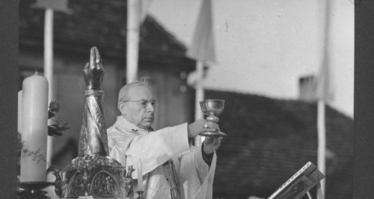 Czwartek Wielkanocny. Wielka, wspólna modlitwa pod przewodnictwem ks. Prymasa Stefana Wyszyńskiego.